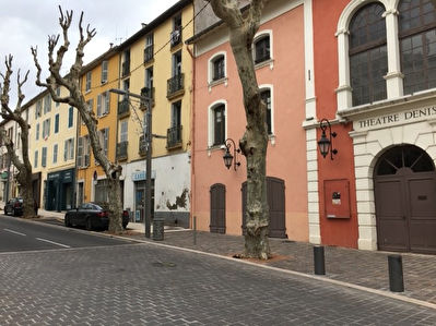 Local commercial - Hyeres - 67 m² + cours 17 m²