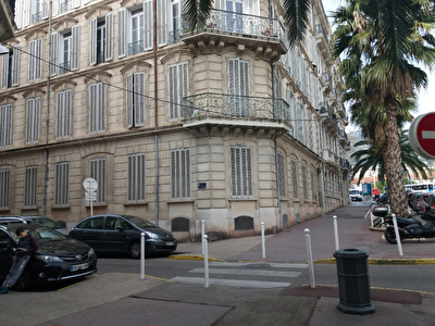 Local professionnel TOULON - 205.1 m2
